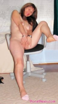 360x640-doris-completely-nude-out-of-highheels-smiling-hiding-pussy
