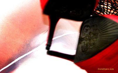 2560x1600-dorisdawn-white-redpumps-1-hd-wallpaper