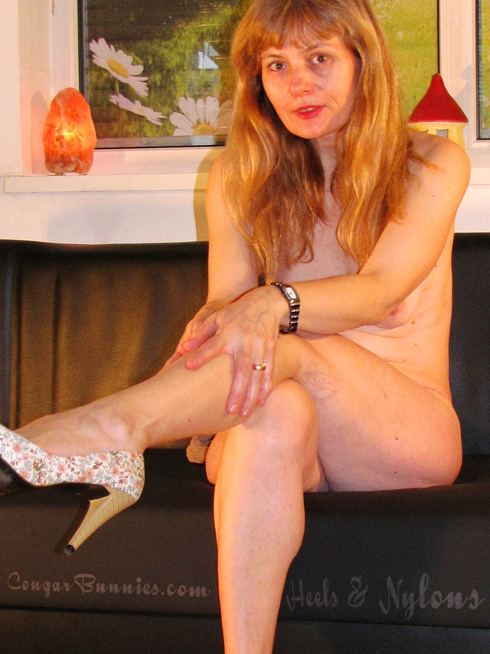 960x1280-cougarbunnies-heels-nylons-doris1