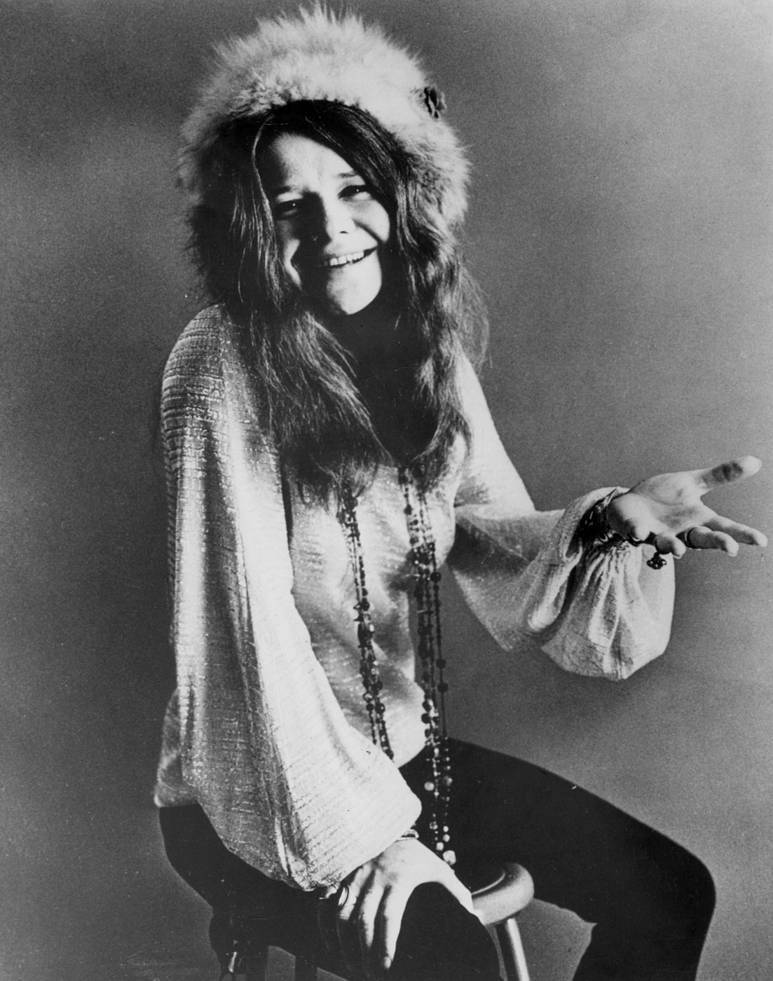 Janis Joplin seated 1970 - https://commons.wikimedia.org/wiki/File:Janis_Joplin_seated_1970.JPG