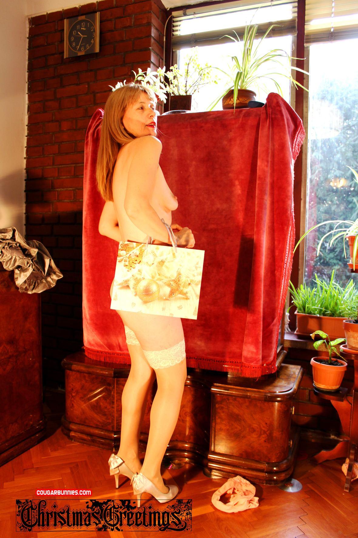 Christmas Greetings - card #4 - CougarBunnies.com