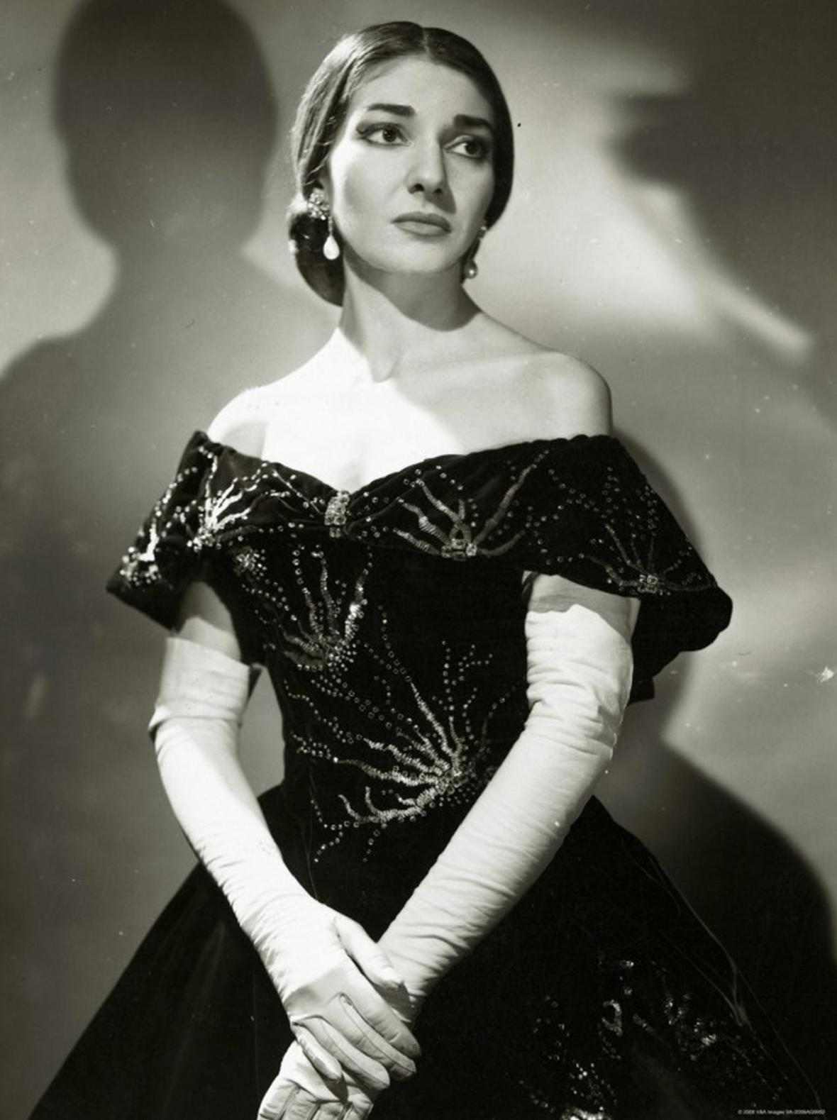 https://commons.wikimedia.org/wiki/File:Maria_Callas_(La_Traviata)_2.JPG
