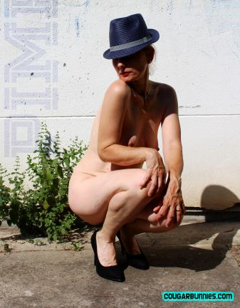 2763x3556-cougarbunnies-pimphat08